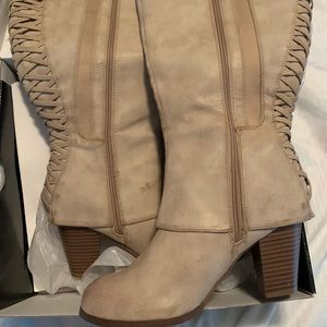 Knee high lace up khaki boots NWT Size 9.5
